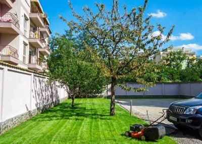 Озеленяване на двор в жилищна сграда в София